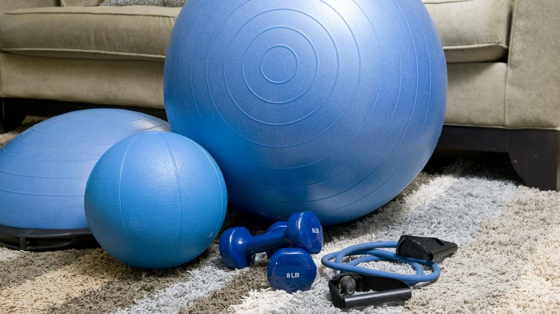 Fitness: Her er de bedste måder at blive sundere på hjemme i stuen